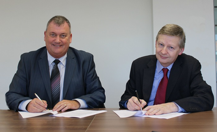 Niall Byrne, PSI and trevor Patterson, PSNI signing a Memorandum of Understanding